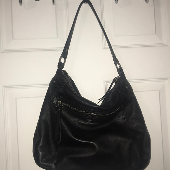 Coach Handbags - Coach Leather hobo bag